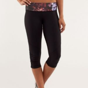 EUC Lululemon Run For Your Life Crops- Size 8
